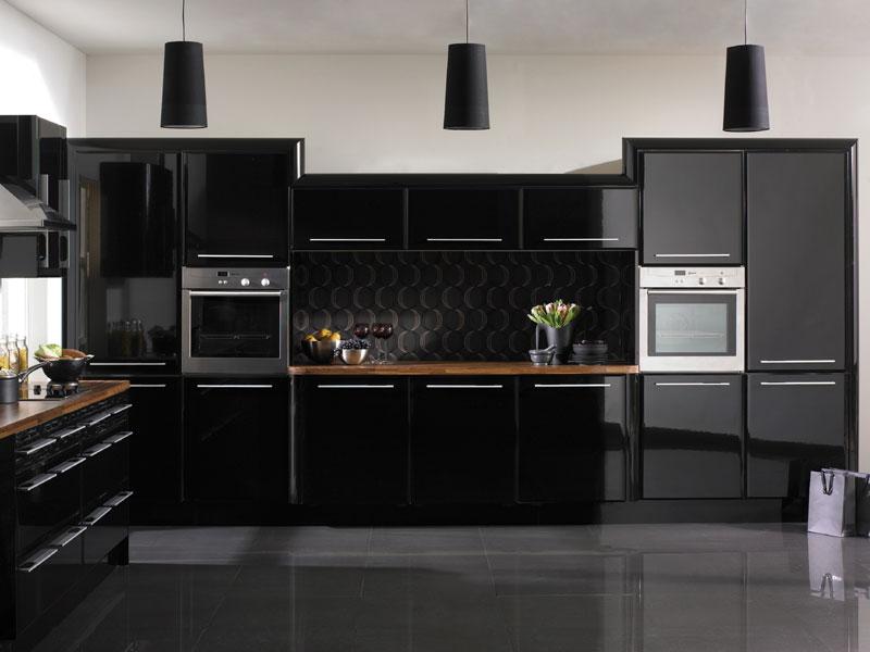 Интерьер темной кухни