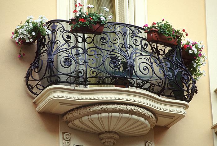 Кованные балконы - фото