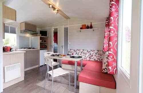 Маленькая кухня со спальным местом - фото