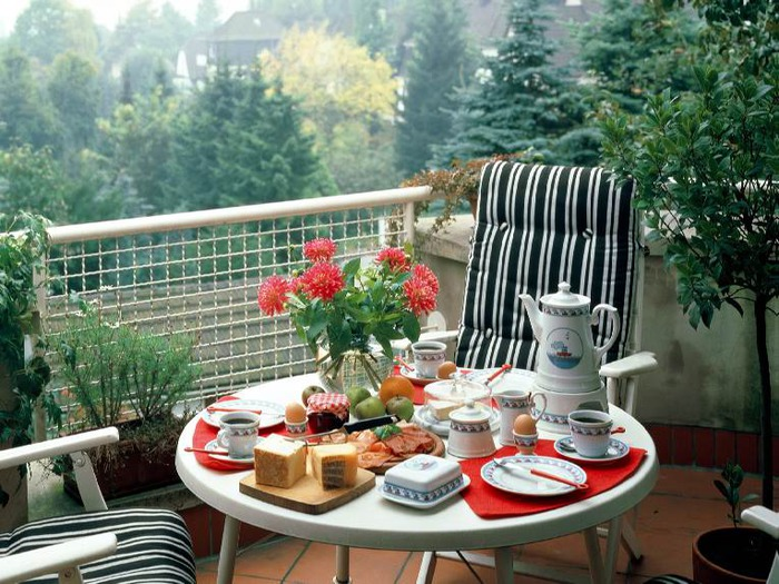 Открытый маленький балкон