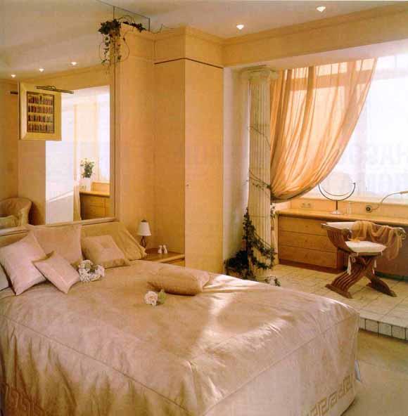 Маленькая спальня совмещённая с балконом