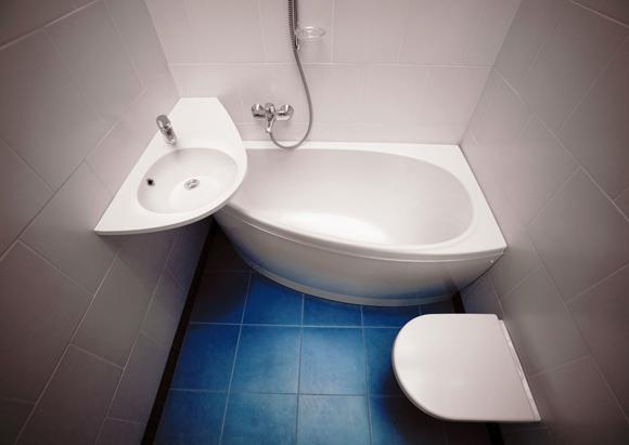 Ванная комната и туалет в интерьере маленького дома